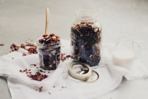 Cacao & Coconut Granola // Recipe by Nutritionist Renée Naturally