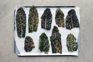 Spiced Kale Chips Recipe / Renee Naturally