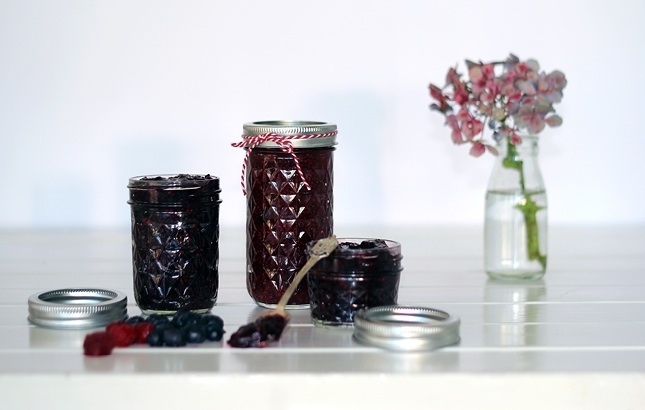 ... Jam | http://www.reneenaturally.com/blog/recipes/chia-seed-berry-jam