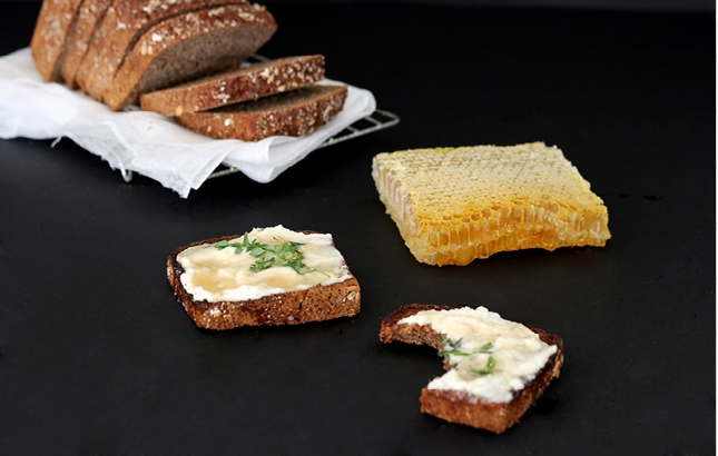 chèvre, Honeycomb & Thyme on Rye, Renee Naturally