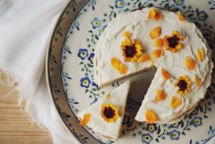 Coconut, Honey & Vanilla Bean Cake #glutenfree #dairyfree